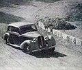 Jean Trévoux, troisième du Critérium Paris-Nice 1938 sur Hotchkiss (ici à La Turbie).jpg