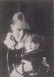 Julia Stephen con la piccola Virginia (1884)
