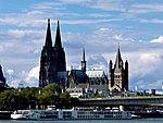 Kölner Dom mit Groß St.Martin.jpg
