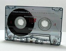 http://upload.wikimedia.org/wikipedia/commons/thumb/d/d2/Kaseta_magnetofonowa_ubt.jpeg/220px-Kaseta_magnetofonowa_ubt.jpeg