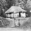 Kinderen bij lemen hut, Jamaica, 1898-99 (RHCL, VKG 236).jpg