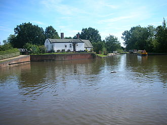 Stratford-upon-Avon Canal - A barrel-roofed cottage at Kingswood Junction