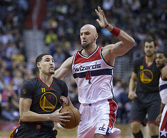 Klay Thompson - Thompson driving against Washington's Marcin Gortat