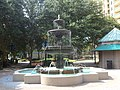 Kleman Plaza large central fountain.JPG