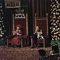 Koningin Juliana leest de troonrede voor, naast haar prins Bernhard, Bestanddeelnr 254-9761.jpg