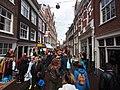 Koningsdag in Amsterdam, Tweede Anjeliersdwarsstraat foto 3.JPG
