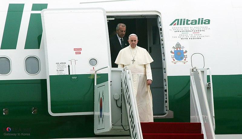 File:Korea Pope Francis Arrive Seoul Airport 01.jpg