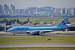 Korean Air Boeing 747-400 HL7492 (22027672049).jpg