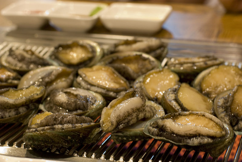 Korean grilled abalone-Jeonbok gui-01.jpg