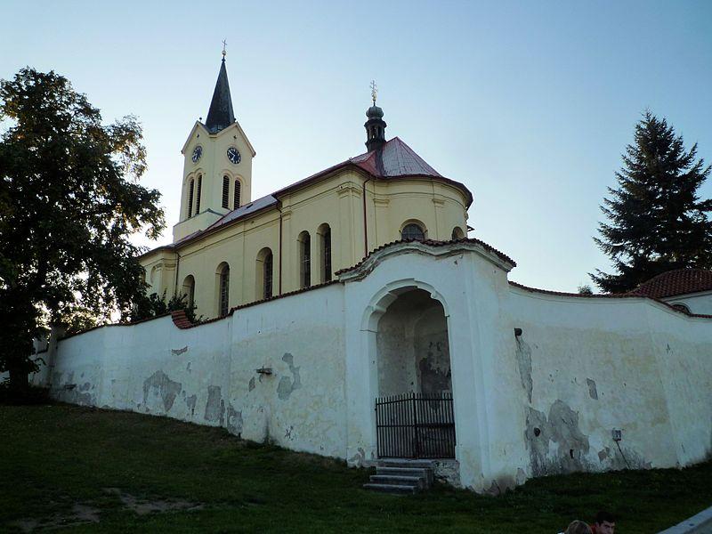 File:Kostel sv. Václava (Mníšek pod Brdy) 06.jpg