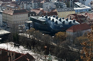 Kunsthaus Graz, Eisernes Haus, Mur 2012.jpg