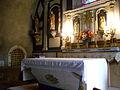 L'autel et la niche contenant les reliques de Florine à Mazoires.JPG