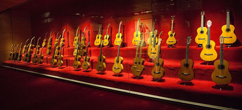 File:La col·lecció de guitarres, Museu de la Música de Barcelona.jpg