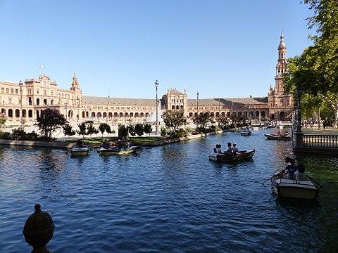 La ria con barcas La Plaza de Espana Sevilla Espana