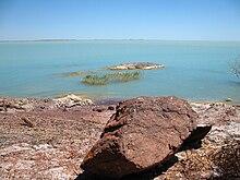 el tema las aguas estancadas los lagos de agua salada, sus caracteristicas, ejemplos del mundo. 220px-Lake_Balkhash_May_2007_1