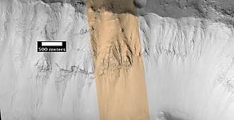 Lockyer (Martian crater) - Image: Layers in Lockyer Crater