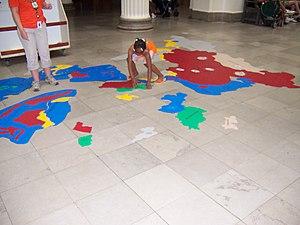 Ces moyens mnémotechniques mis à disposition des enfants visitant le Field Museum de Chicago permettent d'apprendre les pays formant l'Asie et leurs contours géographiques.