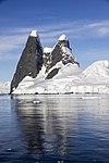 Lemiare Channel Antarctica 4 (40371843373).jpg