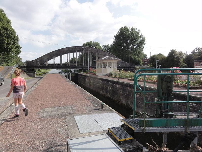 Lesdins (Aisne) (01) Canal de Saint-Quentin, pont et écluse nr 19 de Pascal