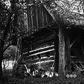 """Lesena hiša z okenci """"na zapah"""", """"na Robu"""", Gorenji Novaki 1954.jpg"""