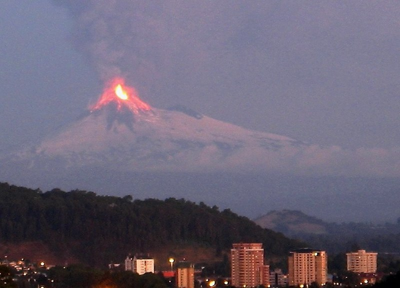 File:Llaima eruption2 crop.jpg