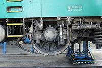 Lokomotivní depo Praha-Vršovice, lokomotiva 150.209, kolo (1).jpg