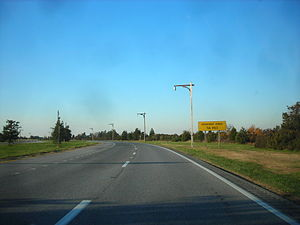Loop Parkway - The Loop Parkway westbound approaching Lido Boulevard in Point Lookout