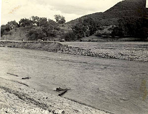 Los Angeles flood of 1938 - Receding floodwaters downstream of Barham Blvd.