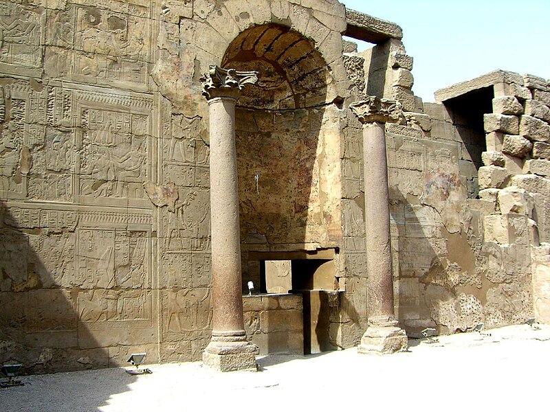 El templo de Luxor 800px-Louxor_abside_01