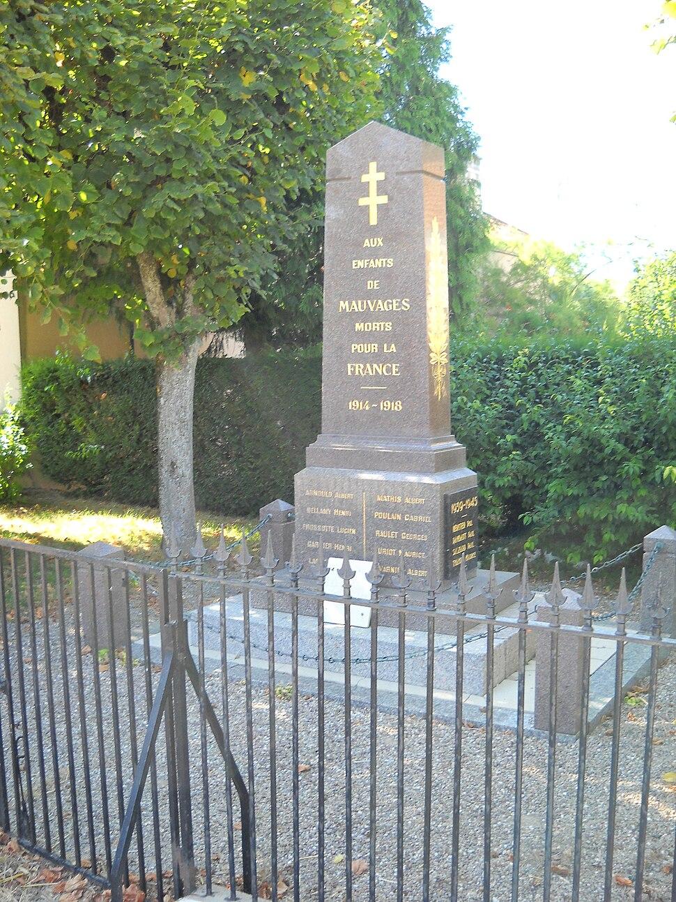 Mairie-Monument aux morts