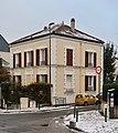 Maison rue Honoré-d'Estienne-d'Orves, rue des Puits, Suresnes.jpg