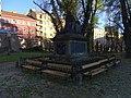 Malostranský hřbitov, náhrobek Thun-Hohensteina, zezadu.jpg