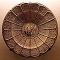 Manises, piatto a lustro con stema inquartato del duca di bar e del regno di sicilia-aragona, 1470-90 ca. (capodimonte).jpg
