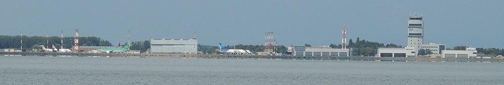 Marco polo airport panorama.jpg