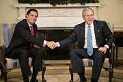 President Bush meets with Panamanian President Martín Torrijos.