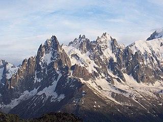 MassifduMont-Blanc AiguillesdeChamonix depuis AigRouges Juillet2004.jpeg