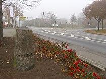 Meilenstein Chaussee Altona-Lübeck - Altona 4M (Kayhude, Heidkrug) 05.jpg