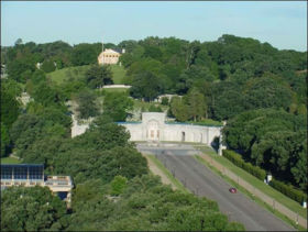 Memorial Drive leads from the Lincoln Memorial, across the Potomac River, to the entrance to Arlington National Cemetery, the portico of Arlington House is visible at top.