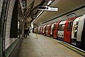Mind the gap- southbound to Morden at Kennington station, Northern Line. 2013. - panoramio.jpg