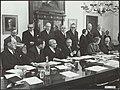 Ministerraad (tussenkabinet Zijlstra 19661967). achterste rij v.l.n.r. Diepenh, Bestanddeelnr 137-1307.jpg
