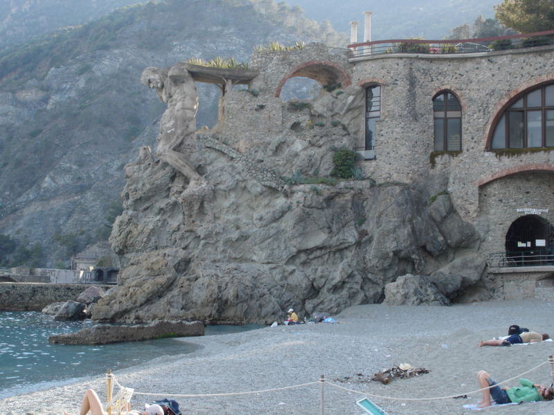 File:Monterosso Beach.JPG