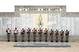 Institution des Invalides de la Legion Etrangere - Image: Monument aux morts