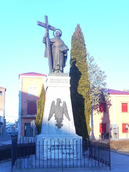File:Monumento a San Juan de la Cruz en Fontiveros.JPG