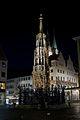Nürnberg SchönerBrunnen Nacht.JPG