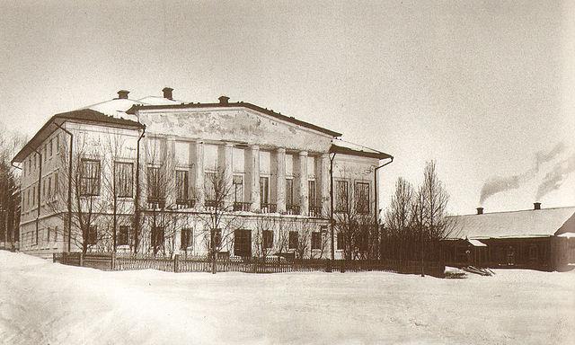 Дом, где родился Л.Н.Толстой, 1828г. В 1854 году дом продан по распоряжению писателя на вывоз в село Долгое. Сломан в 1913г.