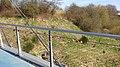 Neuer Trend an der Lautrupsbachtalbrücke in der Fruerlundmühle Flensburg, Liebesschlösser nach einem Brauch von Jungverliebten an Brücken angebracht werden, um symbolisch die ewige Liebe zu besiegeln. Als Vorbild d - panoramio.jpg