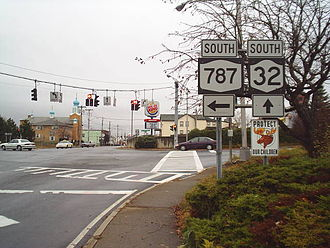 New York State Route 787 - Route 787's northern terminus as viewed from Route 32 in Cohoes