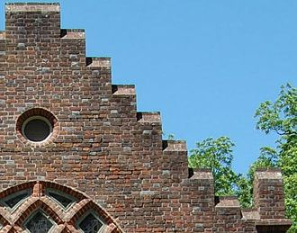 St. Luke's Church (Smithfield, Virginia) - Detail of gables and elliptical window
