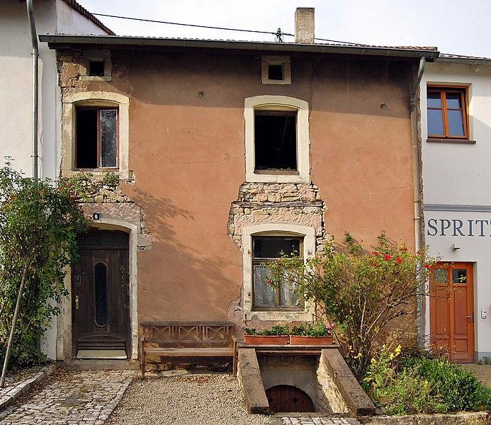 Hiltenstraße 6, Wohnhaus, Brunnenschacht, Rest Einfriedung, 4. Viertel 16. Jh., Backhaus 18./19 Jh. (Einzeldenkmal)