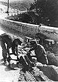 Niemieccy saperzy podczas minowania mostu na froncie włoskim (2-2310).jpg